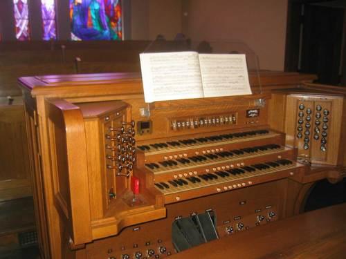 Möller organ console